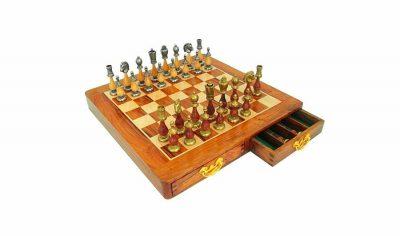 """Schachensemble """"Arabic Style III"""" Schachbrett aus goldenem Palisanderholz und Ahorn & Schachfiguren aus Metall und massivem Holz"""