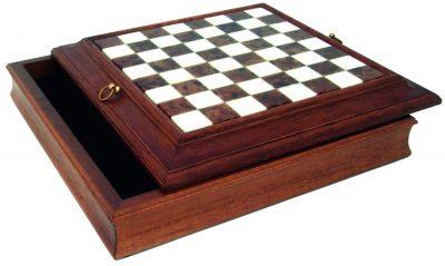 Schachbrett aus Massivholz und Alabaster mit Aufbewahrungsfach und Ringen