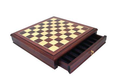 Schachbrett aus Lindenholz mit Schublade