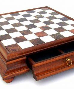 Schachbrett aus Massivholz mit Standfüßen und Spielbrett aus toskanischem Alabaster mit Schublade