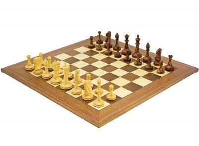 """Schachensemble """"Blackmore"""" Schachbrett aus Nussbaum und Ahorn & Schachset aus Rosenholz"""