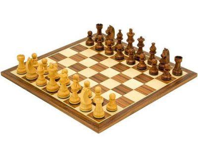 """Schachensemble """"Academy Medium"""" Schachbrett aus Nussbaum und Ahorn & Schachset aus Rosenholz"""