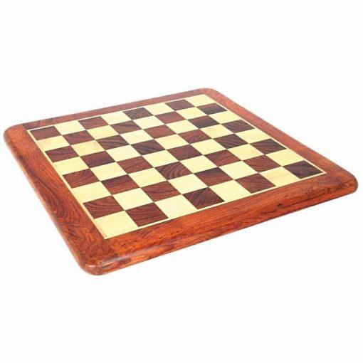 Abgerundetes Schachbrett aus hellem Rosenholz und Ahorn