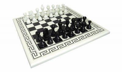 """Schachensemble """"Elegant Modern"""" Griechisches Schachbrett aus Holz und Schachfiguren aus Holz Massiv Lackiert"""