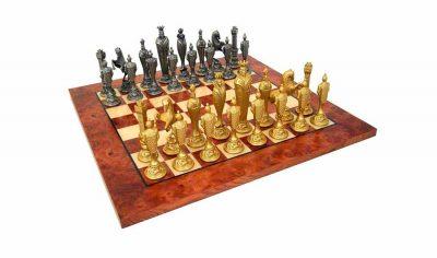 """Schachensemble """"Florentiner Renaissance"""" Schachbrett aus Ulmen- und Bruyèreholz & Schachfiguren aus Metall"""