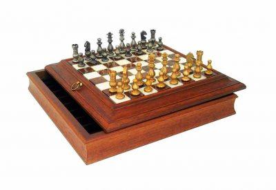 """Schachensemble """"Französischer Stil"""" Schachbrett aus Holz Massiv und Spielbrett aus Alabaster mit Aufbewahrungsfach & Schachfiguren aus Messing Massiv"""