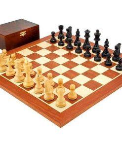 """Schachensemble """"French Knight Black"""" Schachbrett aus Mahagoni und Ahorn"""