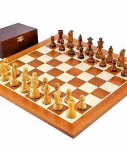 """Schachensemble """"French Knight"""" Schachbrett aus Mahagoni- und Ahornholz"""