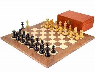 """Schachensemble """"Highgrove"""" Schachbrett aus Ahorn- und Nussbaumholz"""