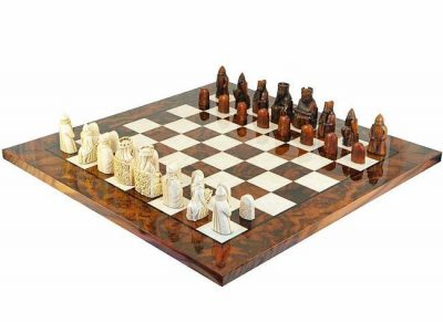 """Schachensemble """"Isle of Lewis Luxusausführung"""" Schachbrett aus Ulmen- und Bruyèreholz Lackiert & Schachfiguren aus Kunstharz"""