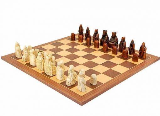 """Schachensemble """"Isle of Lewis """" Schachbrett aus Nussbaum- und Ahornholz & Schachfiguren aus Kunstharz"""