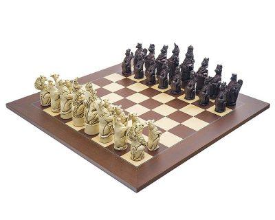 """Schachensemble """"Königliche Wappentiere"""" Schachbrett aus Rosen- und Ahornholz & Schachfiguren aus Kunstharz"""