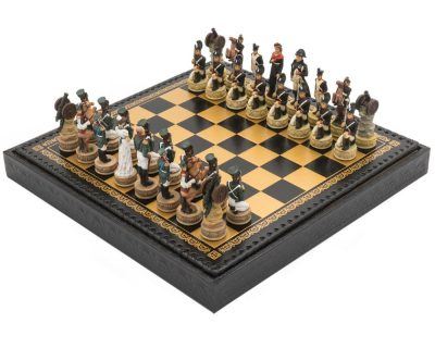 """Schachensemble """"Napoleon Russlandfeldzug"""" Schachfiguren aus Kunstharz und Schachbrett aus Kunstleder Schwarz"""