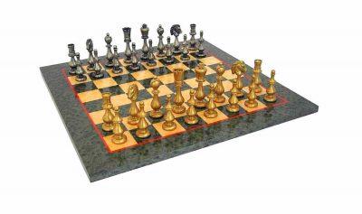 """Schachensemble """"Oriental Grün"""" Schachbrett aus Ahornholz Olivefarben & Schachfiguren aus Messing"""