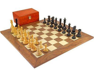 """Schachensemble """"Parthenon"""" Schachbrett aus Nussbaum- und Ahornholz"""