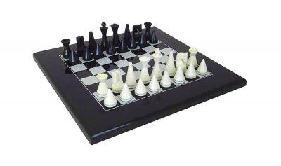"""Schachensemble """"Pyramide Modern Schwarz"""" Schachbrett aus Massivholz Lackiert Schwarz & Schachfiguren aus Massivholz Lackiert Schwarz/Weiß"""