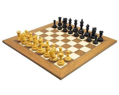 """Schachensemble """"Reiter"""" Schachbrett aus Nussbaum und Ahorn & Schachfiguren aus Ebenholz"""