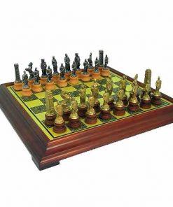 """Schachensemble """"Römer gegen Barbaren II"""" Schachbrett mit Standfüßen aus Holz Massiv Messingeffekt & Schachfiguren aus Metall und Holz Massiv"""