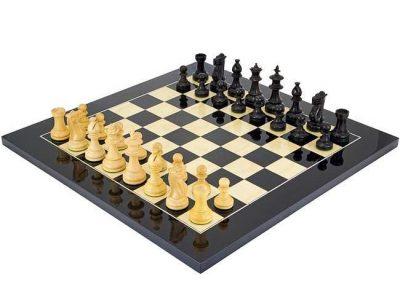 """Schachensemble """"Schwarze Blumen"""" Schachbrett aus Ahornholz & Schachfiguren aus Buchbaumholz"""