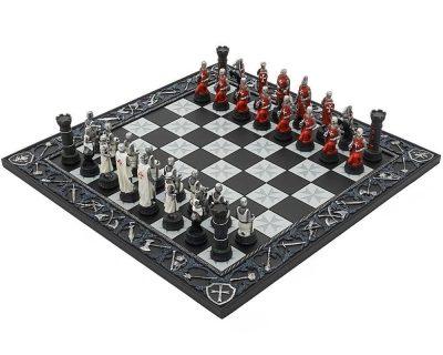 """Schachensemble """"Templer"""" Schachbrett aus Kunstharz Geschnitzt und Schachfiguren aus Kunstharz Handbemalt"""